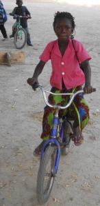 8- Fillette en vélo